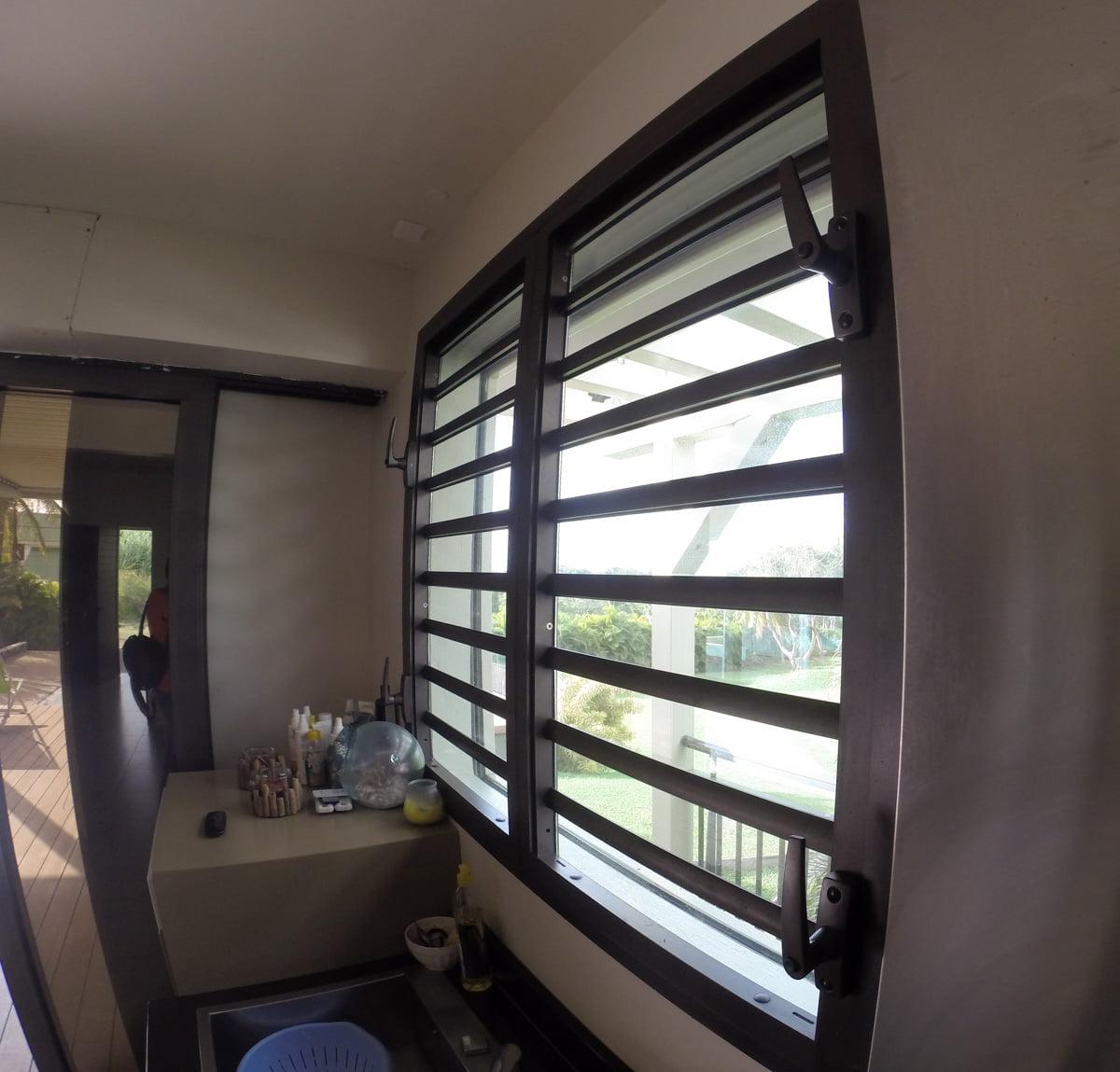 Villa alubat menuiserie aluminium guadeloupe for Fenetre villa