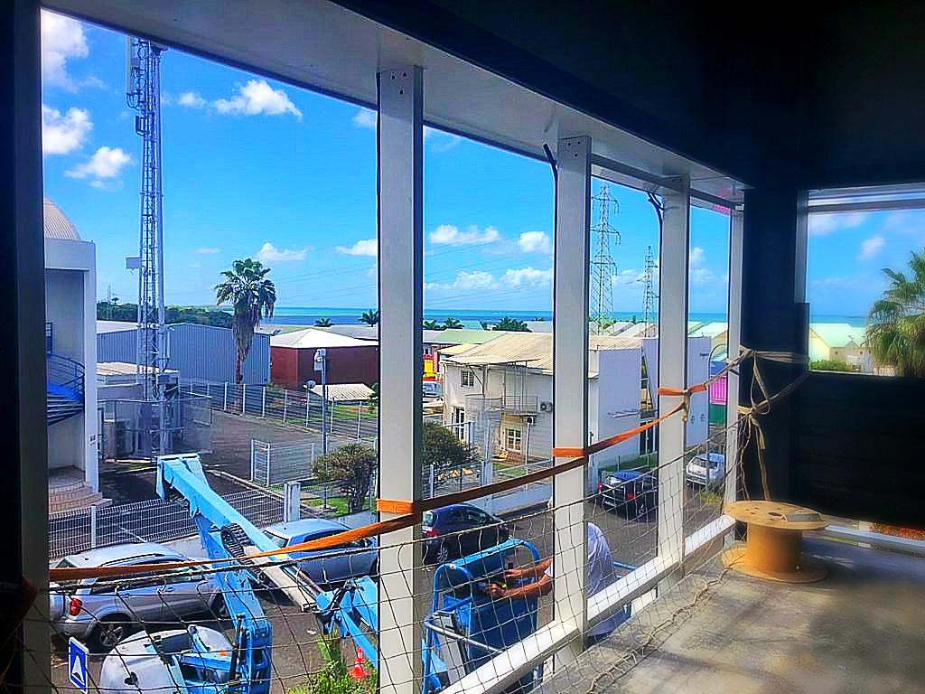Mur rideau FW 50 et Fenêtres AWS50NI – Bureaux – Jarry – GB Architecture