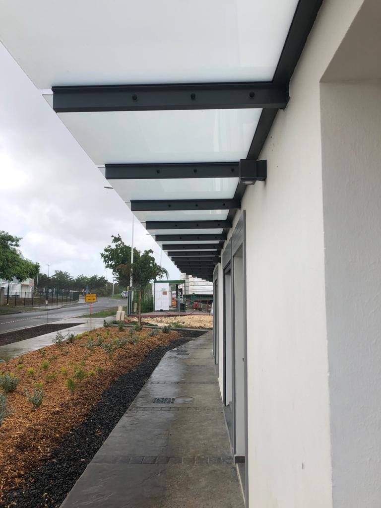 Porte Ventillante, Brise Soleil, Garde Corps, Marquise autoportante, Mur rideau FW 50 – Bureaux – Dothemare– GB Architecture